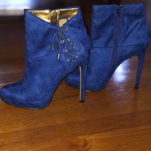 Thalia Sodi ankle bootie with heel